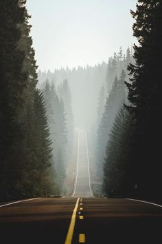 Sisters, Oregon 💚 the perfect drive-thru for the perfect trip 🍾🎉 Credits: . Beautiful Roads, Beautiful Places, Tumblr Photography, Nature Photography, Adventure Photography, Sisters Oregon, Space Ghost, Places To Go, Road Trip