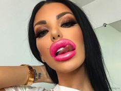 Have you ever seen such fat lips of girls? I don't know those are real or fake fat lips, but these girls look weird. Check hilarious lips disaster photos that will shock you. Big Lips, Full Lips, Beautiful Lips, Gorgeous Women, Fashion Mumblr, Pinup Girl Clothing, Pretty Black Girls, Lip Fillers, Girls Makeup