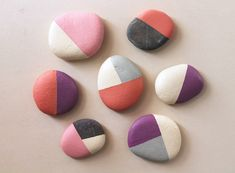 Talent and imagination – 25 creative diy ideas for transforming pebbles in decorative objects Pebble Painting, Pebble Art, Stone Painting, Diy Painting, Stone Crafts, Rock Crafts, Diy And Crafts, Arts And Crafts, Rock Painting Designs