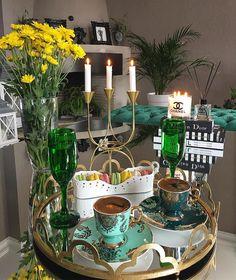 Este posibil ca imaginea să conţină: floare Coffee Vs Tea, Coffee Cafe, Coffee Drinks, Turkish Breakfast, Breakfast In Bed, Turkish Coffee Set, Coffee Pictures, Coffee Corner, Cup And Saucer
