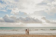 la manina : sunrise wedding @ waimanalo beach  deutschsprachige Hochzeitsplanung in Hawaii  pics by Chelsea Abril Photography www.chelseaabril.com