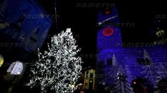 Christmas projections. Proietta is the new way to interpret the Christmas lights. With our projector it's possible to transform the city in many different ways with lights, colours and animated images, to project a fresco painting on a church facade, to illuminate the city hall bulding with dynamic christmas images, to create wishes messages, moving stars, snow effect which falls down and many other creative solutions.
