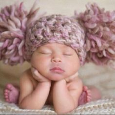 Look at how cute this baby is! I'm in love & can't wait to start a family! And yes, I want these crochet Afro puffs! :)