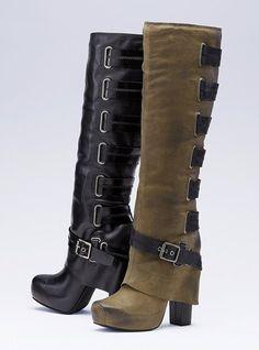 En la antiguedad de greca utilizaban botas altas hasta la rodilla