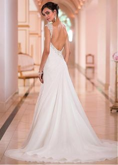 Elegant Chiffon Sweetheart Neckline Natural Waistline Sheath Wedding Dress