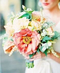coral and mint bouquet Oh my gosh this is so elegant and gorgeous
