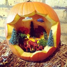 Pumpkin Diorama, great alternative for pumpkin carving!
