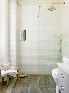 Suelo Porcelánico imitación madera en el cuarto de baño