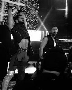 Deans look at Seth 👀 Wwe Seth Rollins, Seth Freakin Rollins, Raw Wrestling, Jonathan Lee, Till Lindemann, Dean Ambrose, Roman Reigns, Beautiful Men, Flirting