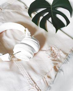 perfect match for the weekend.  saia @shopcarolfarina  headphone @sudiosweden ! ( tá rolando pré lançamento no brasil da #sudiosweden marca sueca top que tem os melhores headphones !! todos meus seguidores tem 15% de desconto!!  é só usar o código: carolfarina na hora da compra!!) #sudiomoments #crieiusei #carolfarina shopcarolfarina.com.br/