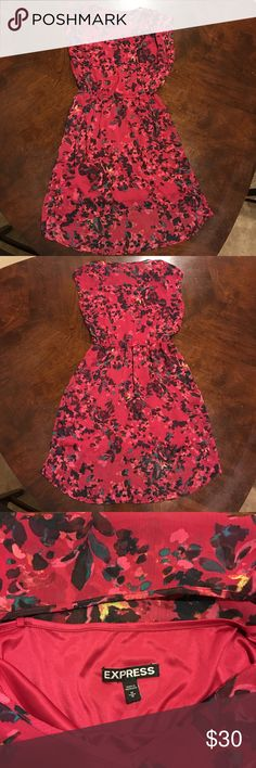 Express red hi-low dress Super cute red floral hi-low dress. 💋❤️ 100% polyester. The front length from top to bottom is 32 inches. The back length from top to bottom is 38 inches. Perfect for date night 😍 Express Dresses High Low