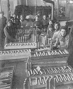 Atelier Couaillet Frères, Première Guerre mondiale | Flickr: partage de photos! Facebook, Photos, World War I, Atelier, Pictures