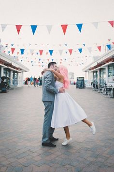 Grand Pier wedding - cupcakes, candy and petticoats!