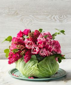 40 Easter Table Decorations and Centerpieces for Spring Cabbage Flowers, Fresh Flowers, Spring Flowers, Beautiful Flowers, Exotic Flowers, Purple Flowers, Purple Cabbage, Cabbage Leaves, Diy Flowers