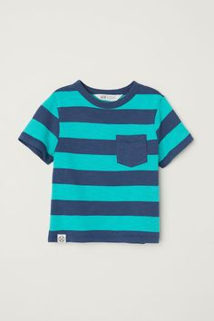 T-shirt with a chest pocket - Dark blue/Green striped - Kids | H&M