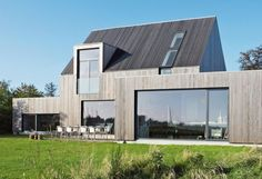 Moderne tilbygg - Fra rønne til praktfullt nybygg - Bo-Bedre. Architecture Durable, Minimal Architecture, Residential Architecture, Contemporary Architecture, Architecture Design, Scandinavian Architecture, Alcacer Do Sal, Contemporary Barn, House Extensions