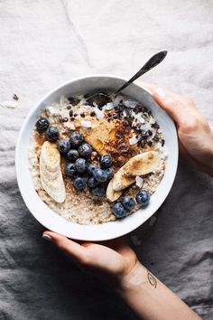 Healthy Peanut Butter Oatmeal Bowl Nourishing Oatmeal Breakfast Bowl with all the best toppings. Yummy, wholesome, and the best way to start the day! Good Healthy Recipes, Healthy Breakfast Recipes, Healthy Drinks, Healthy Snacks, Healthy Eating, Healthy Filling Breakfast, Fruit Snacks, Healthy Muffins, Health Breakfast