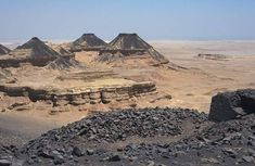 Flood Basalts | The flood basalts nearby of the Fayoum oasis (Northern Egypt)