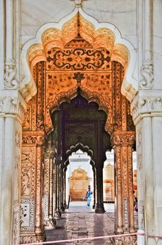 Reminiscent of other classic Indian architecture, The red sandstone walls of the massive Red Fort rise 33-m above of Old Delhi as a reminder of the magnificent power and pomp of past Emperors.