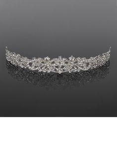 beautiful tiara, adds that something factor to your wedding ensamble