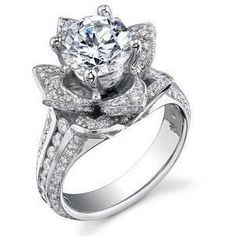 super cute engagement ring, like a blooming flower <3 love, love, love, so unique!!!!!