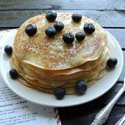 "Secretele bucatariei noastre: CLATITE BANATENE SAU ""CA LA ANA LUGOJANA"" Romanian Desserts, Pancakes, Sweet Treats, Deserts, Breakfast, Unt, Food, Recipes, Kuchen"
