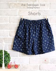 Get the free sewing pattern for pre-teenager shorts (with pockets) of age around 12 year-old