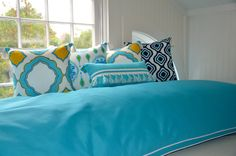 Deux a little loft! www.leighdeux.com Dorm Decorations, Comforters, Loft, Blanket, Bed, Creature Comforts, Quilts, Lofts, Rug