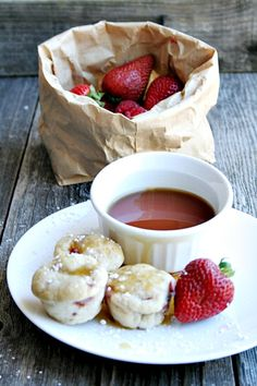 {mini} Strawberry Buttermilk Pancake Muffins heathersfrenchpress.com #breakfast #pancakes