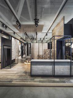 Lamarque internationale Kale, fondée en Turquie, confie la nouvelle perception originale de sa boutique en Italieet de sa communication visuelle, à l'architectePaolo Cesaretti. Cette expan…