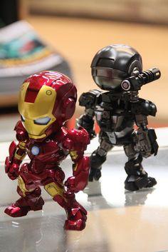 Custom Ironman & War Machine Figures by Levi of the Hong Kong Model League. SO...FREAKING...COOL.