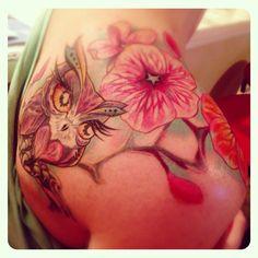 Owl tattoo, colorful tattoo, tattoo ideas, Flower tattoo, Shoulder tattoo By Alex Lugo at Oddity in Sarasota Florida Shoulder Tats, Shoulder Tattoos For Women, Flower Tattoo Shoulder, Tattoo Off, Arm Tattoo, Unique Tattoos, Beautiful Tattoos, Colorful Tattoos, Rose Tattoos