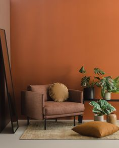 living room paint color ideas With a change in season coming, were thinking about nesting in homely living spaces ready to create some warm and cosy rooms for a. Orange Walls, Brown Walls, Orange Bedroom Walls, Decor Room, Living Room Decor, Living Room Orange, Cosy Room, Interior Decorating, Interior Design