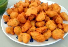How to make Moong Dal Pakodi - A popular Rajasthani dish that can be served as a tea time or evening snack. Tea Snacks, Savory Snacks, Yummy Snacks, Indian Appetizers, Indian Snacks, Crunch Recipe, Vegetarian Recipes, Cooking Recipes, Easy Indian Recipes