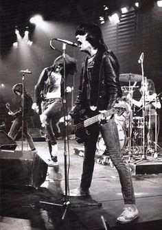 Ramones on stage,1976 --> fun fact: DeeDee couldn't sing and play guitar at the same time, so he very rarely sang