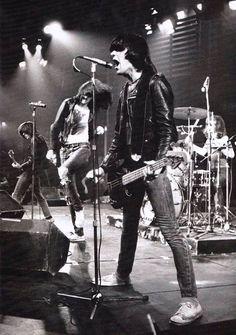 The Ramones (on stage, 1976) ~dmvc
