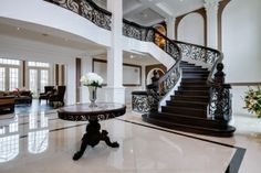 Spacious foyer and grand staircase Mansion Interior, Luxury Interior, Home Interior Design, Home Building Design, Building A House, House Design, Villa Plan, Foyer Staircase, Stairs