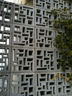 53 Awesome Breeze Block Wall Backyard Inspiration Ideas - About-Ruth Decorative Concrete Blocks, Concrete Block Walls, Concrete Fence, Concrete Bricks, Exterior Design, Interior And Exterior, Brick Design, Breeze Block Wall, Building Raised Garden Beds