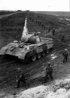 """Ostfeldzug: """"SS-Obersturmführer Pantera de Karl Nicolussi-Leck da 5ª Divisão Panzer SS Wiking.  Frente oriental, data desconhecida.  """""""