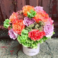 Sunny autumn crazy color #flowerdipity #corporate #delivery #autumn #crazy #colorful #roses #orange #lila #green #elegant #flowers #box Fruit Arrangements, Colorful Roses, Crazy Colour, Elegant Flowers, Delivery, Autumn, Marketing, Orange, Box