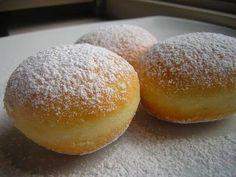 ingredienti per i bomboloni: 500 gr di farina americana 100 gr di burro 100 gr di zucchero la scorza grattugiata di 1 limone 1 bustina di v...