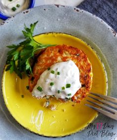 Try these mouth-watering low carb tuna cakes with lemon dijon sauce, especially if you're tired of chicken! Tuna Fish Recipes, Canned Tuna Recipes, Best Seafood Recipes, Salmon Recipes, Healthy Recipes, Tuna Patties, Salmon Patties Recipe, Lower Carb Meals, Low Carb Diet