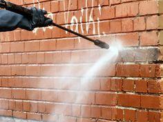 Hausfassade mit Druckreiniger putzen