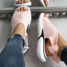 24d7e1506a58 How to Make a Homemade Shoe Stretcher