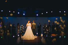 Daniela e Claudio com cerda depois de 4 anos casados no civil, realizaram o casamento no religioso com apenas 10K em São Paulo. Vem ler!