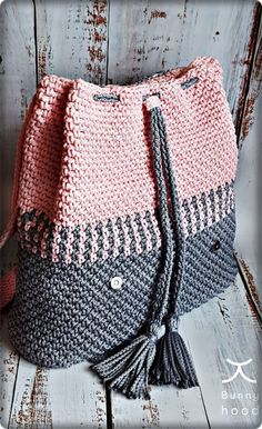 2019 March Crochet Bag Pattern Ideas New fashion woman handbag in gray and pink color 2019 March Crochet Bag Pattern Ideas New fashion woman handbag in gray and pink color Mara Lozinski maralozinski Stricken If nbsp hellip Free Crochet Bag, Crochet Market Bag, Crochet Tote, Crochet Handbags, Crochet Purses, Crochet Bikini, Knit Crochet, Crochet Cross, Crochet Ideas