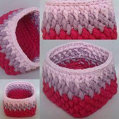 """T-shirt yarn crochet basket using various shades of pink. Marine stitch. I loved the result. Aumentando meu repertório de pontos. Cesto de crochê em fio de malha feito no ponto """"Marine"""". #TshirtYarn #crochet #basket #crochetbasket  #handmade #fiodemalha #feitoamao #trapillo #fettucia."""