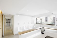 Image 4 of 9 from gallery of Dental Clinic in Torrelles / Sergi Pons. Photograph by Adrià Goula Clinic Interior Design, Clinic Design, Interior Ideas, Store Signage, Beauty Clinic, Clinique, Orthodontics, Cabinet, Contemporary Interior