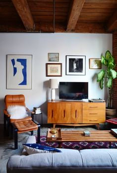 Margaret & Tim's Lofty, Small Studio Apartment in Brooklyn — Video House Tour
