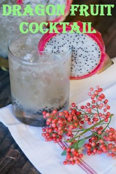 Dragon Fruit Holiday Cocktail: of a dragon fruit for garnish) 2 oz light rum 1 oz fresh squeezed lime juice 2 tbsp agave nectar Ginger beer Winter Cocktails, Classic Cocktails, Drinks Alcohol Recipes, Yummy Drinks, Drink Recipes, Fruit Smoothies, Healthy Smoothies, Mojito, Healthy Mixed Drinks